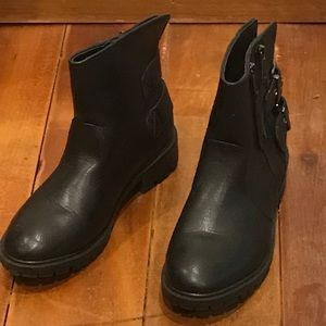 Black booties perfect for Fall and winter!